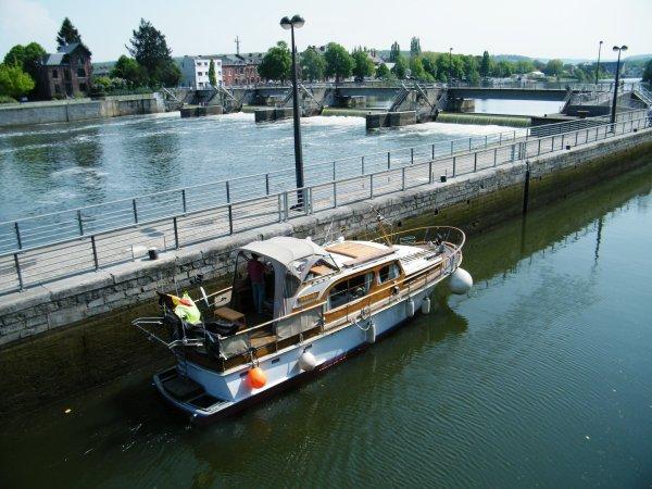 HOSHIGA (B) Péronnes < > Namur