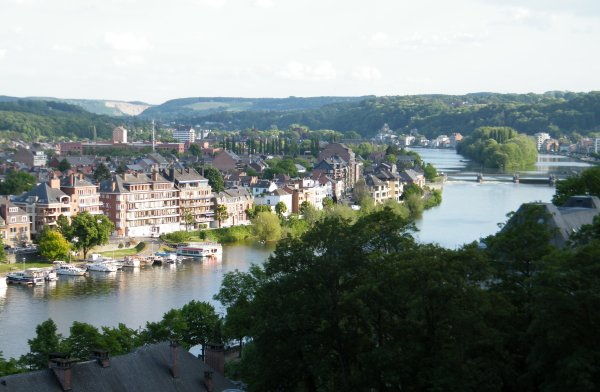 La Haute Meuse à Namur, point de départ ou d'arrivée de la plus belle balade fluviale (45 km.en Meuse namuroise)
