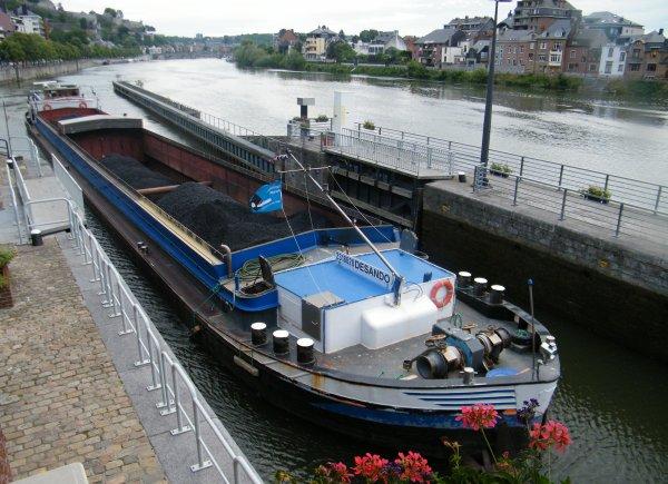 AVENA & DESANDO (NL) transportent 2071 tonnes du charbon activé entre Amsterdam (NL) et Givet (F)
