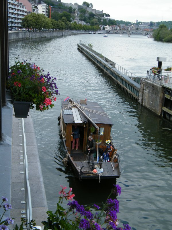 WT3065 (F)    Un bateau en bois à fond plat, replique d'une Toue de Loire?  Et du coté mosan?