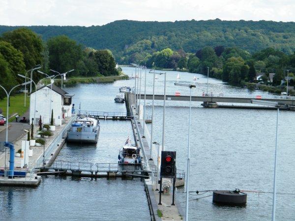 Namur, entre deux écluses...
