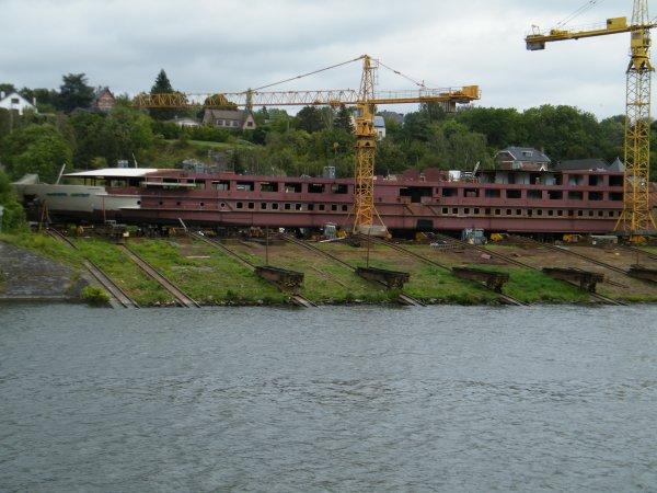 Meuse & Sambre , le chantier naval à Beez retouve sa spécialité, la construction de bateau de croisières fluviales...