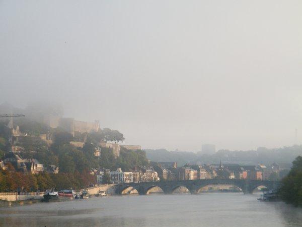 MAXMAÏ (B), EUROPA (NL), MEUSE-ARDENNES (B), HIGHLANDER (GB), ALOHA (B) , JAWS (B), OUFTI IV (B), BLACK & WHITE (B), et un magnifique soleil qui aura vite raison du brouillard matinal...
