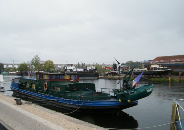 SAINT MAMMES, Le Loing, vestiges d'écluse et de barrage, ancienne bourse, ...