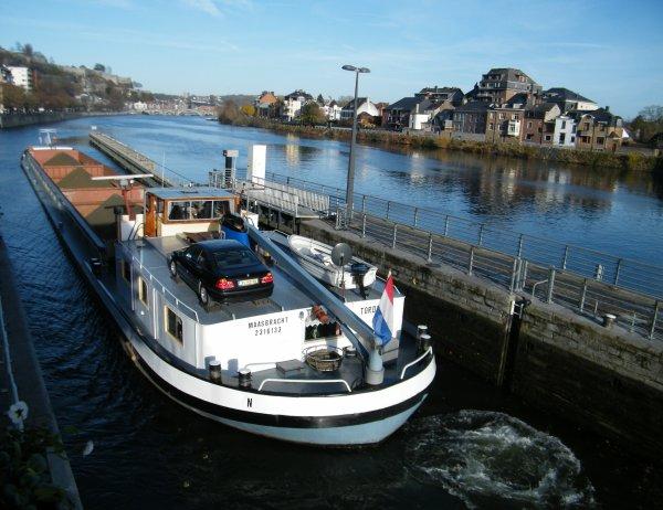 TORDERA (NL) pour 10 semaines entre la Haute Meuse et le Canal Albert, 10 voyages entre Yvoir et Herstal