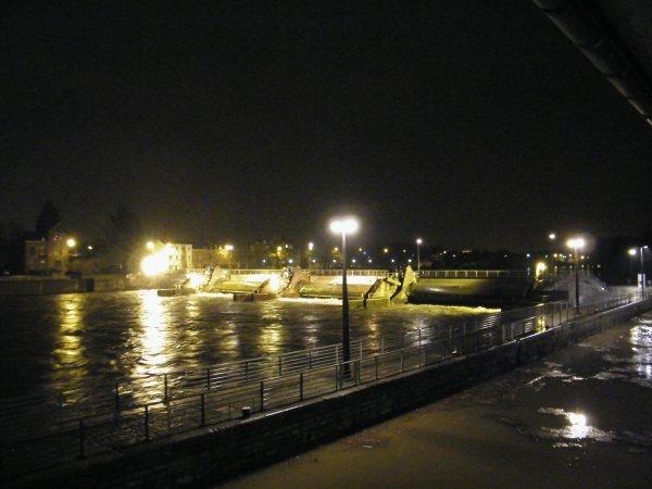 La Haute Meuse a atteint son débit maximal dans la soirée du 6 janvier  > 779 m³/sec. à Chooz vers 18h. Retour en phase de pré-alerte ce 7 janvier.