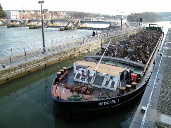 Chômage de la Haute Meuse: du samedi 15 septembre 2012 à 19h30 au lundi 8 octobre 2012 à 06h00. - NAVIGARE 1 (PL) GT.917 - 67,00 m. 8,20 m.