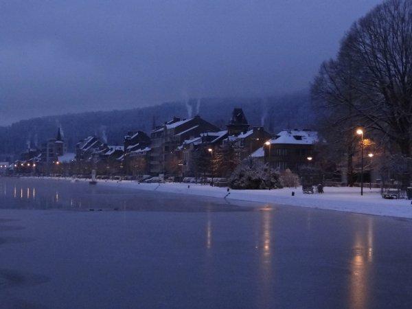 Bris de glace ce samedi 4 février 2012... PAROLA (B), ASTRID (NL), HARMONIE (L) + batardeau Fabricom, MS ELISABETH (L), REYNOLDS (B), ...