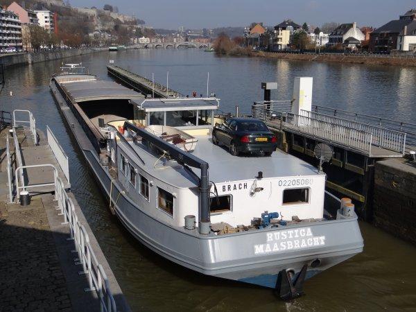TORA-ZO (B), RUSTICA (NL) parmi les bateaux de cette première journée printanière en Meuse namuroise. CRHM - Quinzaine de l'eau 2012