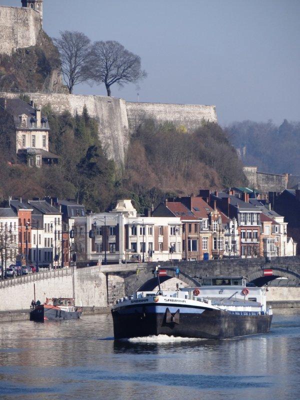 DC MOSA 1 (NL), JASMIN (B), CURSOR (B), SABRINA (B), BELVONA (B), LE SAX (B),  trafic matinal à l'entrée de la Haute Meuse...