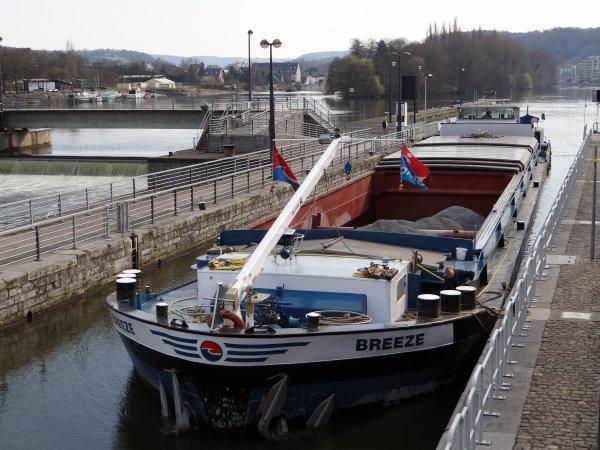 MODIGLIANI (F), VILLE DE LA LOUVIERE (B),  BREEZE (NL), ERNA II (NL), dans la traversée namuroise, en cette première journée de printemps   ;)