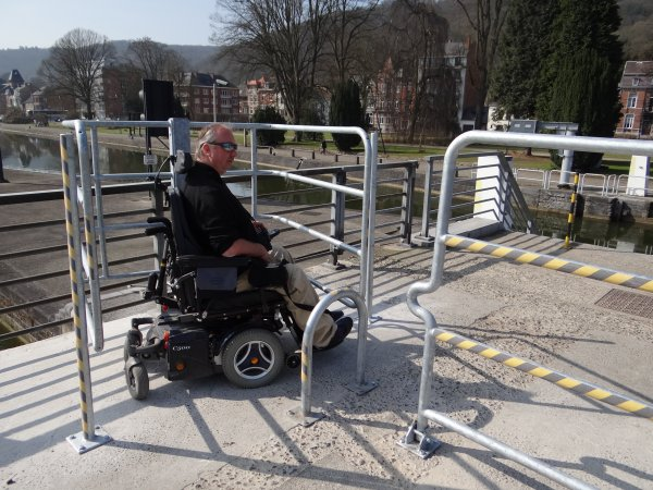 Installation d'une barrière d'accès limitatif sur la passerelle du barrage de La Plante (Ravel 2 - F99a- chemin réservé aux piétons et cyclistes)