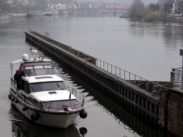 HADES (NL) Rotterdam, TADORNE (B) Ittre, LIZA ANA (GB) London, AVENA (NL) Maasbracht, TRIDACNA (D),...  Les 1er.plaisanciers arrivent sur la Haute Meuse avant l'ouverture des ports de plaisance prévue pour le 15 avril. (!) La France est fermée à l'amont de Givet jusqu'au 29 avril 2012