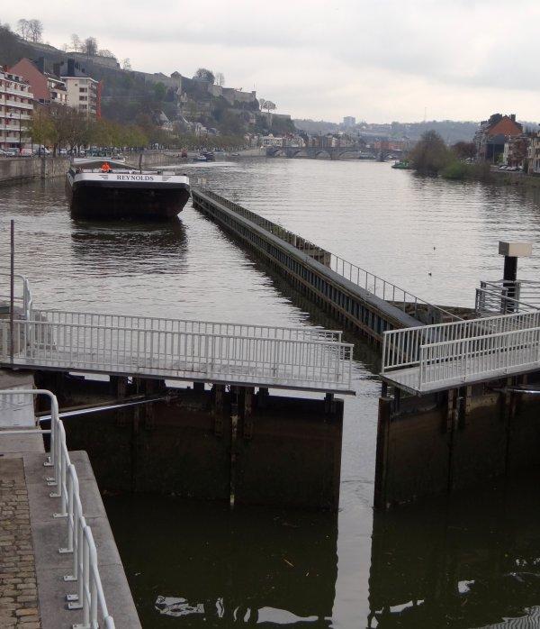 REYNOLDS (B) Antwerpen - GT.2480 - 95,02m. 11,13m. 3,30m. Un des plus grands gabarits sur la Haute Meuse belge -  Dimensions maximales autorisées: L.98,00m. à 2,50m. & 99,70m. à 2,20m.d'enfoncement - lg. 11,80m.