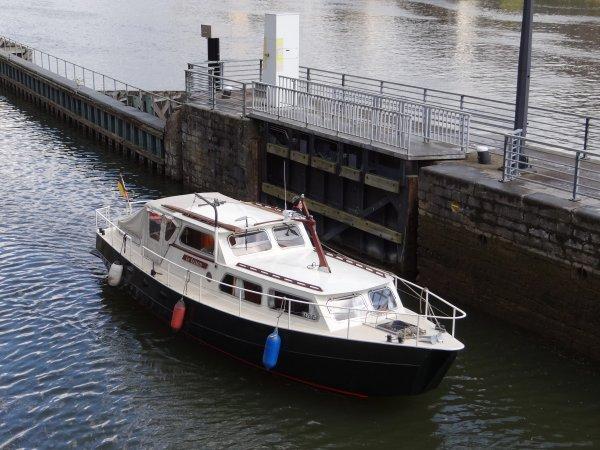 MORA (D), LE FRISON (B), L'INACCESSIBLE (B), AQUAMANT (NL), KARINA-M (NL), fidèles aux ports de la Meuse namuroise...