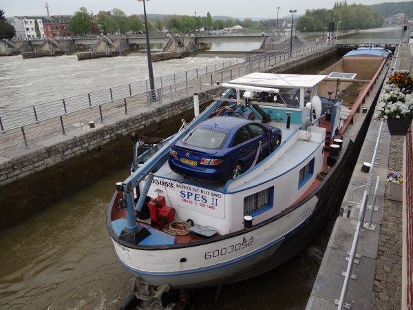 ROMINA (B) + Barge K81 (B) et SPES II (B) parmi les bateaux qui assurent le transport des produits du dragage effectué à l'aval de l'écluse de Hun (bk 28,6)
