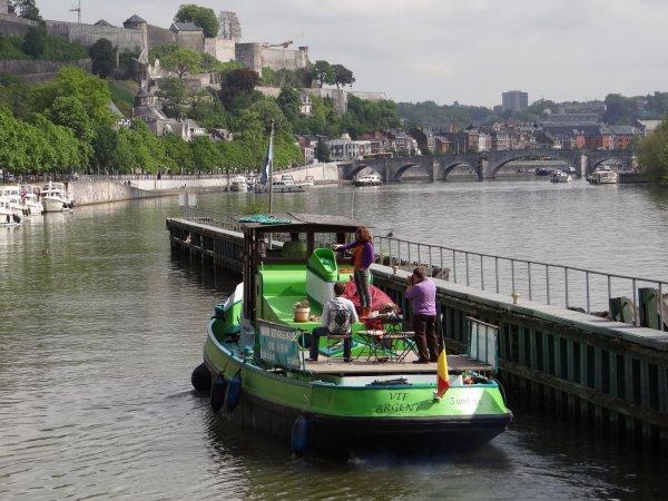VIF ARGENT, nouvelle destinée pour ce joli remorqueur....  Bateau-Gîte à Namur.  32 (0) 486 367684