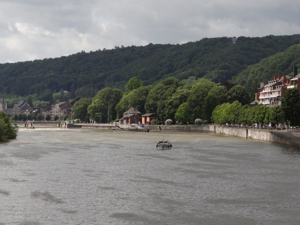 NAMUR - Préparatifs de l'HAPPY SUMMER, quai des Chasseurs Ardennais...