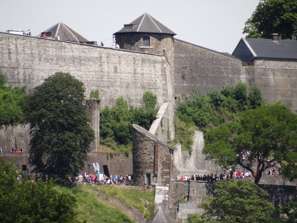 """Petit extrait d'une journée de reprise.... SABRINA (B), UHURU (D), EOLE (B), .... parmi les 28 bateaux du 2 juillet 2012. - Le magnifique """"Door Gunst Verkregen"""" (NL) Rott. (1910) arrive sur Namur."""