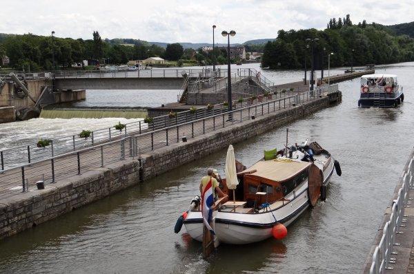 ONVOLMAECKTE SCHIP (NL) 1885, DELLEWAL (NL), EOLE (B), MEUSE-ARDENNES (B), EOWYN (NL), SOLITAIRE (SCO), LE BARBARIE (B), EMALDI 2 (B), RORIKA (B), MACTE ANIMO (B),  parmi les bateaux de ce 6 juillet après-midi...
