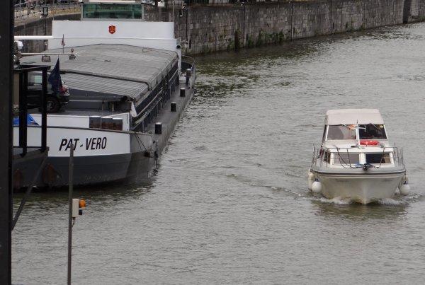 2è. dominicale de juillet 2012 et une météo défavorable au tourisme fluvial... - HIGHLANDER (GB), LADY MADONNA (USA/NL), WHITE PEARL (NL), LIBERTE (NL), BOEKANIER (NL), NJORD (NL), (PAT-VERO (B)), EOLE (B), EMALDI 2 (B), ARNAUD (B), BEAUJANGLES (GB), RICOHEBA (B), COMFORTE (B).