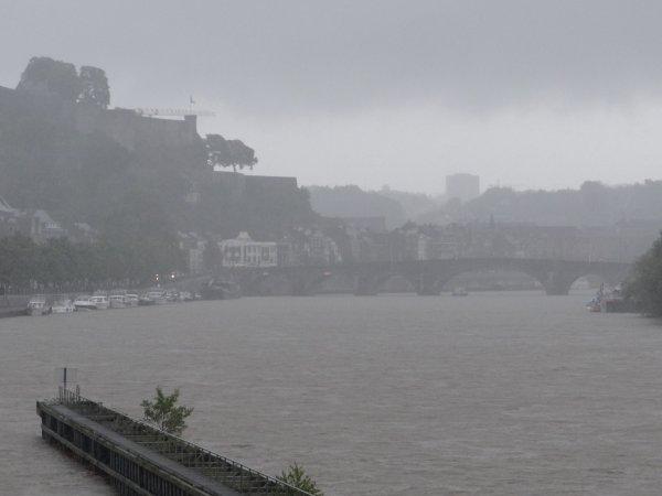 365 m³/sec. à Chooz pour la moyenne des 6ères.heures de ce dimanche 15 juillet 2012 ...La Haute Meuse en régime crue pour la Navigation (priorité avalant) .