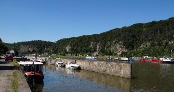 Lives-sur-Meuse < Club Nautique Livois > Marche-Les-Dames