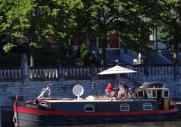 """Jambes, le port de plaisance """"Henri Hallet"""", sa capitainerie, sa terrasse, la Namourette, ..."""
