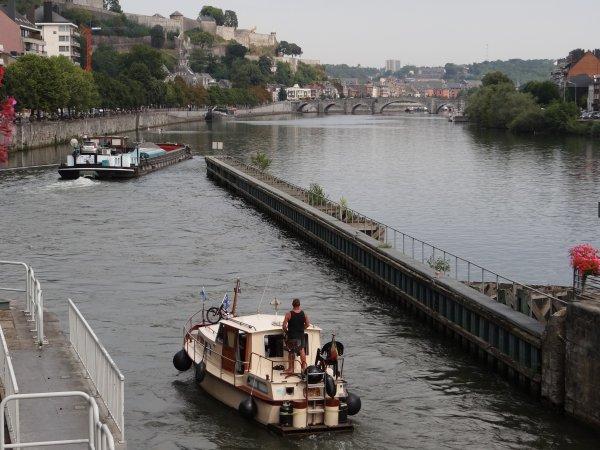 Après la méditérranée, je retrouve la jolie Meuse... et parmi les 32 bateaux du jour; FASTWIN (B), MEZZOFORCE II (NL), EOLE (B), CARTAGENA (NL), VALKENIER (NL), AMAZONE (F), ESMI (B), KARLI (D), NO POINT (NL)