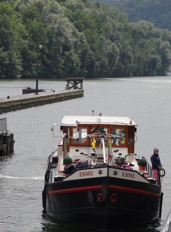 Extrait du trafic dominical de cette fin de saison estivale avec parmi les 23 bateaux du jour; JASPER (NL), REV-DEUX (NL), BORITA (B), NEVER READY (NL), LIBERTE (NL), LE MOUCHE (B), GOLDEN RIVER (NL), LIDO (B), LORELEY (NL), ESME (NL). Chômage Haute Meuse du 15/09/2012 à 19h30 au 8/10/2012 à 6h00  Rappel !!!!