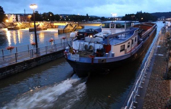 """Après l'AVENA (NL), la sympatique rencontre avec un ami bloggeur... """"JUJUCOR30"""" à bord du CLEMA   ;) -    Suivi par SAPHIR (B), ERNA II (NL), HELLBOY (B), MARGA (B), ..."""
