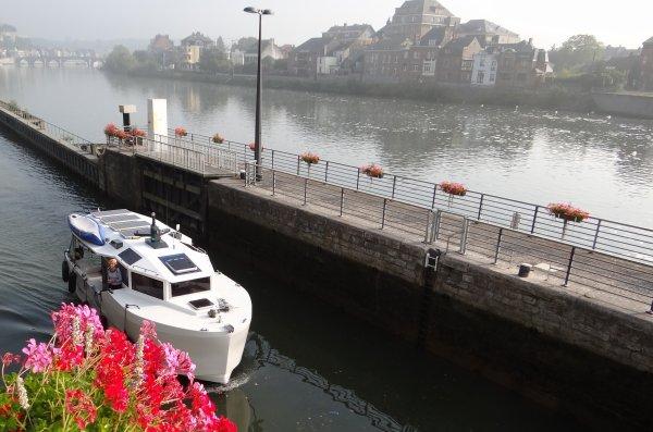 Parmi les 25 bateaux de ce 4 septembre 2012; SABRINA (B), CHRISTIANE (B), SUSIEQ (SE), VAGOR (B), RIVER QUEEN (SE), WINDFLOWER (SE), ...