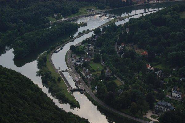 La Meuse namuroise vue du ciel avec Parafly.be
