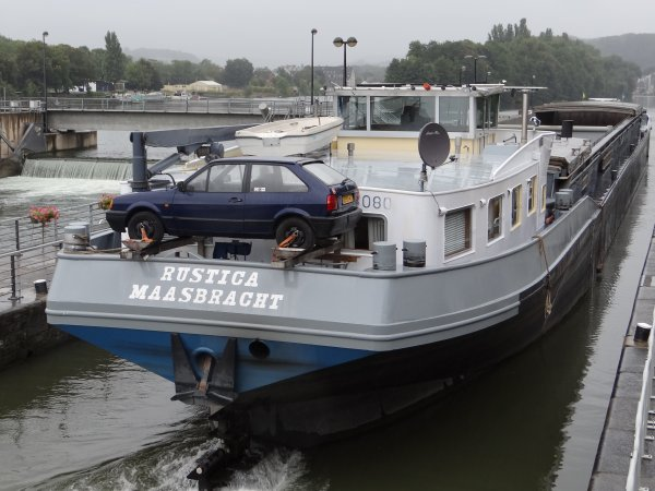 Les pivots de nos vantaux ont chauffé!  26 bassinées pour 35 bateaux dont 22 marchands ce 11 septembre 2012. Parmi ceux-ci;  SQUALE (F), EQUILIBRE (NL), CHERDY (B), CINDY (F), POR-DIOS (B), RUSTICA (NL), RENSKE (NL), PASSAGE (NL),...