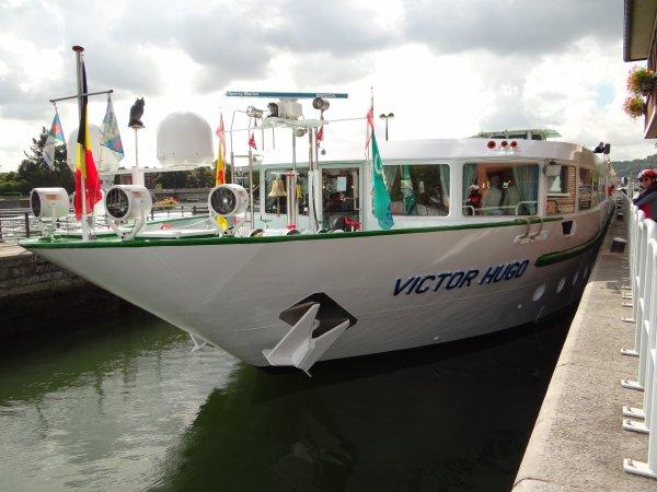 Derniers jours pour l'évacuation de la Haute Meuse (15/09 à 19h30) ... Parmi les 35 bateaux du jour; BLACKLOCK (NL), BATTELLO (NL), VICTOR HUGO (F), MEERMIN (B),...