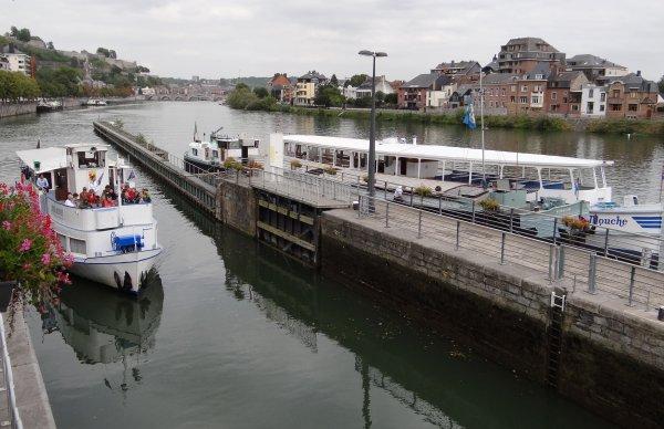 Petit extrait des dernières sassées avant le chômage... DC MOSA 2 (NL) à 6h00, & BLACKLOCK (NL) à 12h00 seront les derniers marchands à sortir de la Haute Meuse avant DE STEERT (NL),  LE SAX (B), ...