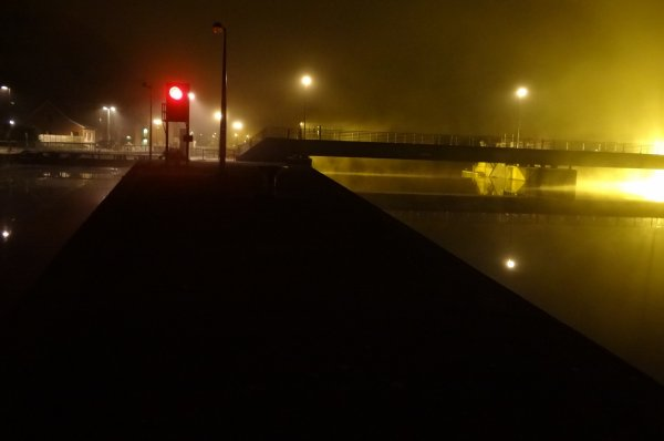 Fin du chômage 2012 - Dernières manoeuvres suite à la remise à flottaison des biefs de Houx et Hun vers 2h.