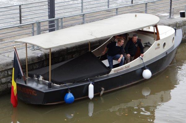 PLACE AUX ENFANTS au barrage-écluse de la Plante   ;)    ROMANI (NL), MALOBE (B), MAJESTIC (B), EOLE & KAIROS (B), TEMPOREEL (NL), PANDORA (NL),... parmi les 13 bateaux de ce 20 octobre 2012.