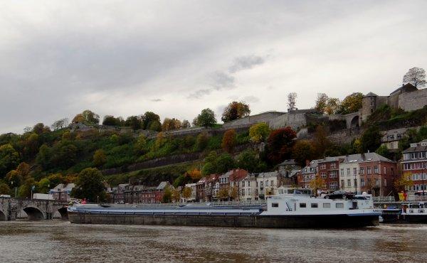 Entrée sur la Haute-Meuse, pour l'un de nos plus gros tonnage, SABRINA (B) - GT.2066 - 90,00 m. 11,52 m. (sortie avec +- 1600t. pour 2,50m. d'enfoncement)