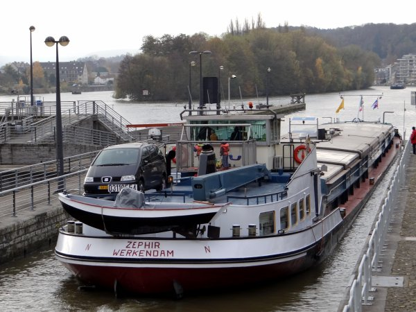 Trafic sur la Haute Meuse, le samedi 17 novembre 2012; VAMI (B), ZEPHIR (NL), SIALIRNO (B).