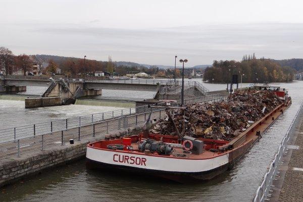 SKI (B) Plaquet 1963,  SEMPER FI (NL), CURSOR (B), CHRISTINA (NL), ... Parmi les 12 bateaux sur la Haute-Meuse le 21 novembre 2012.