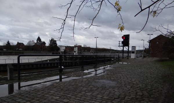 Le 25 décembre, une des 4 journées de l'année ou seul le gardiennage est assuré - Ecluse fermée.