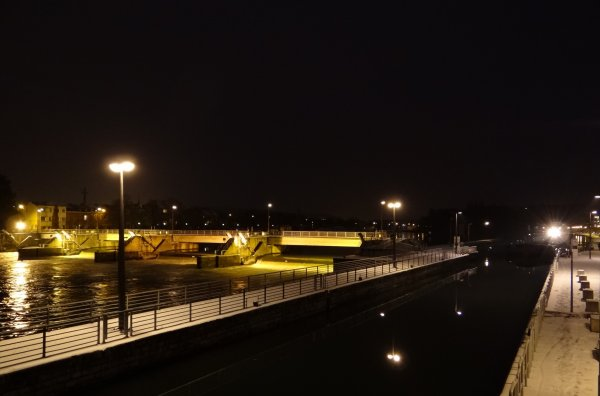 SAPHIR (F) de retour de Givet et à destination de Niel, 4è et dernier bateau du 21 janvier 2013. Le Blogging quotidien de FLUVIAL du 22 janvier... Info VNF > Vignette plaisance 2013!