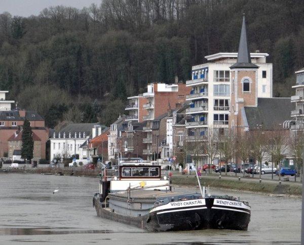 CHRIS-LI, le deuxième bateau de la semaine...suivi par les avalants; SELAUMI, ASPASIA et WENDY-CHANTAL lors de la pause matinale.