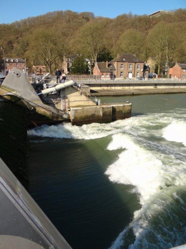 Agitation au barrage lorsqu'une vanne automatisée se lève toute seule à près de 3,00 m.!