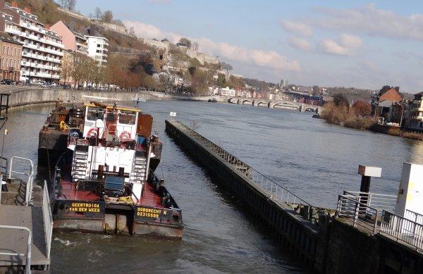 Extrait du trafic du 20 février à la sortie de la Haute-Meuse; GEERTRUIDA VD WEES + LASTDRAGER 19, DREAMBOAT, BATTELLO, LI TORE, HELLBOY, DC MOSA II .