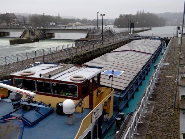 Faible trafic sur la Haute-Meuse..... DC MOSA 2, WOFRARI, SAPHIR, PAROLA  - Chaque semaine, dès le mercredi, consultez la nouvelle publication des avis à la batellerie.