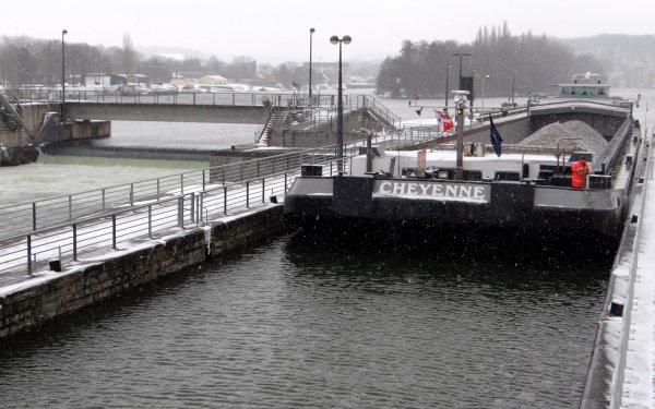 L'hiver revient en force et perturbe tout le pays! (Il faut remonter au 30 décembre 1979 pour une situation similaire sur le pays) Mais si ca ne roule pas, ca navigue... ;)  DC MOSA 2, HELLBOY, CHEYENNE, SPES MEA et PAROLA parmi les 8 bateaux du jour...