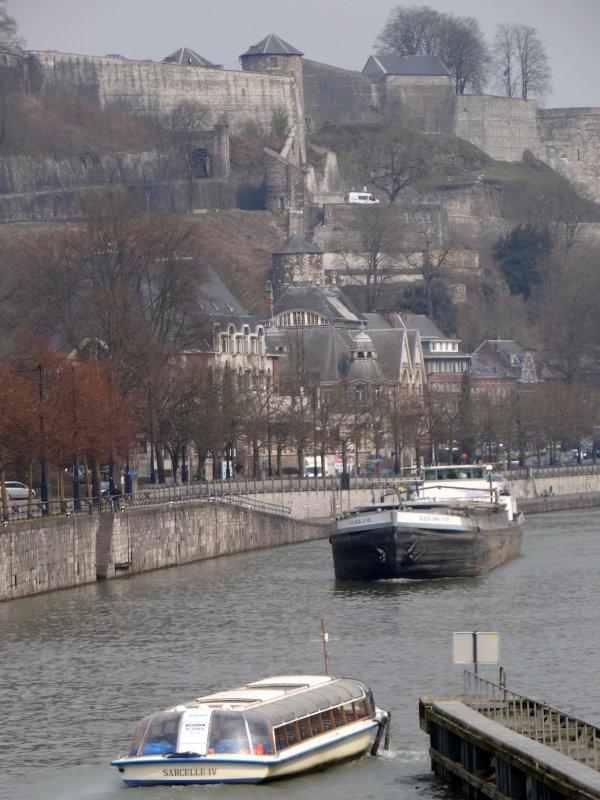 Petit rappel des horaires sur la Haute-Meuse, avant le week-end de Pâques! -  Parmi les bateaux du jour: ADIGE (CH) - MS ELISABETH (L) - SARCELLE IV (B), SAMARKAND (B), HELLBOY (B), EDELWEISS (B), ..., SABRINA (B), ...