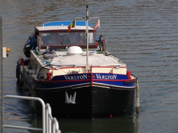 Le retour des capitaineries flottantes annonce la prochaine ouverture des ports de plaisance   ;)  SIALIRNO (B), BON BINI (B), SABRINA (B), BETHARRAM (B), VARLYON (GB), MELISSA (B) avec la capitainerie flottante du port d'Amée parmi les 15 bateaux du jour.